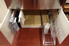 #7-2 Towel rack & Cleaning supplies rack